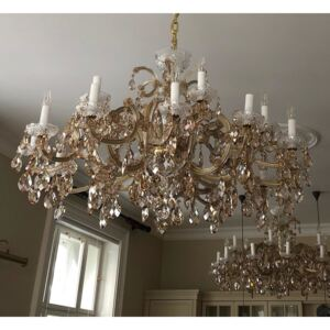 18 flames Theresian Crystal chandelier in honey color